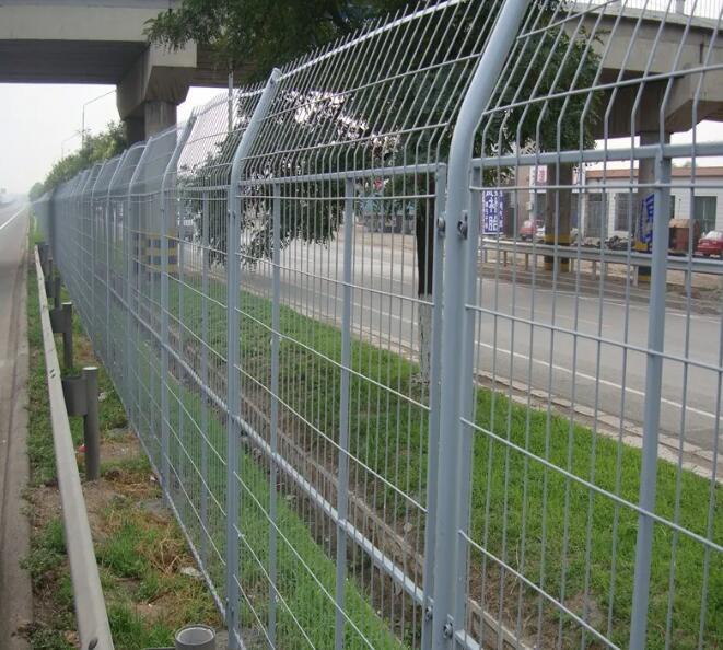【公路护栏网】公路护栏网价格、规格及安装方法
