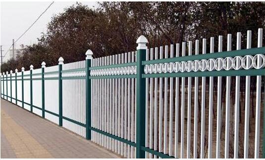 【昆明护栏网】昆明锌钢防护网规格、价格、特点