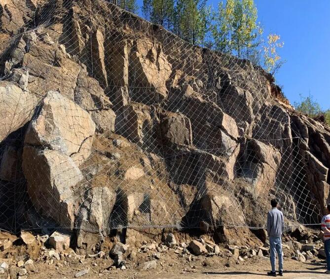 边坡防护网的特点、组成、使用注意事项