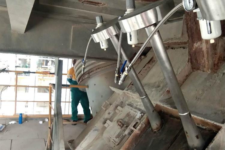 漳平红狮水泥厂烟室安装磁力声能清灰器