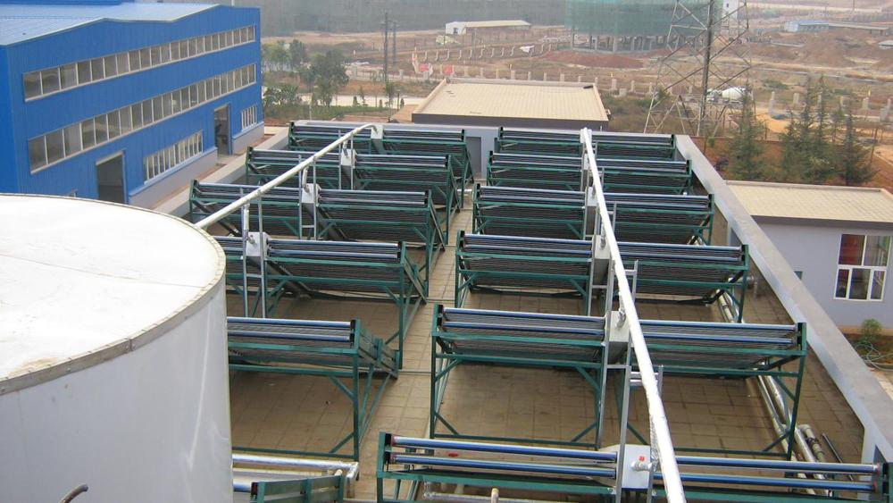 云南真空管太陽能加熱泵熱水系統安裝