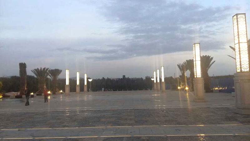 东湖公园广场景观柱