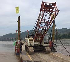 老挝55T履带吊中老铁路湄公河特大桥工地