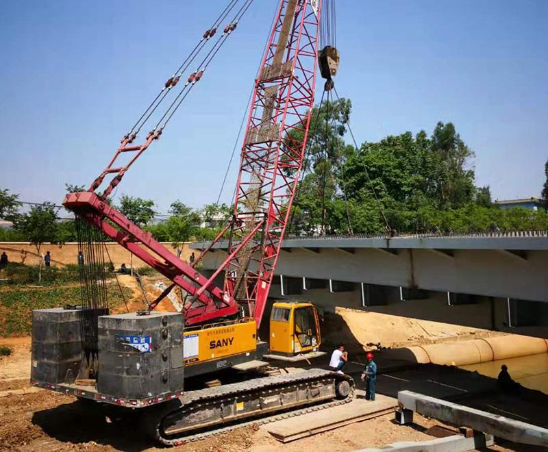 履带式吊车出租:专业桥梁吊车租赁施工案例