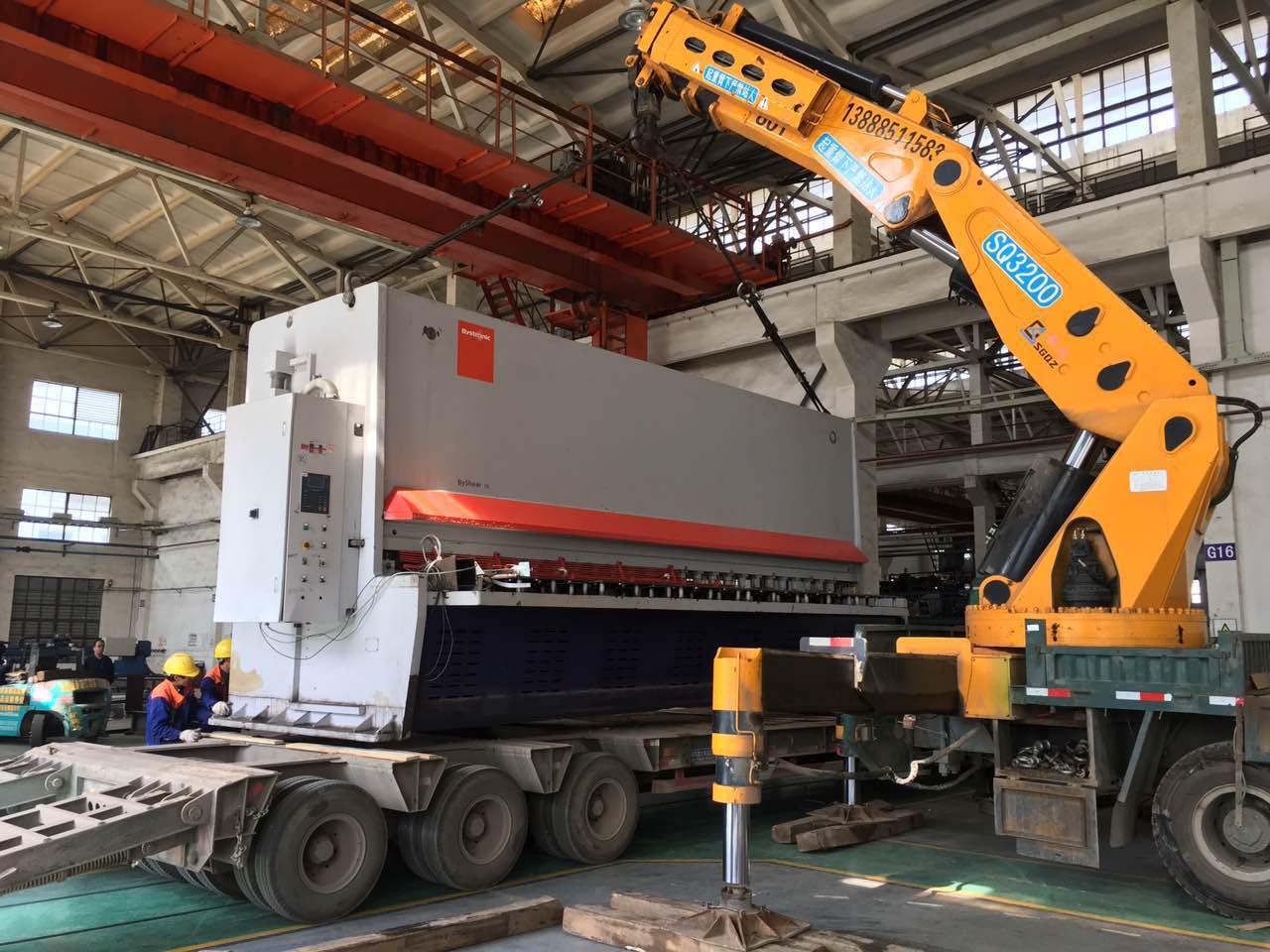 大型机械搬运中安全带的作用不容忽视