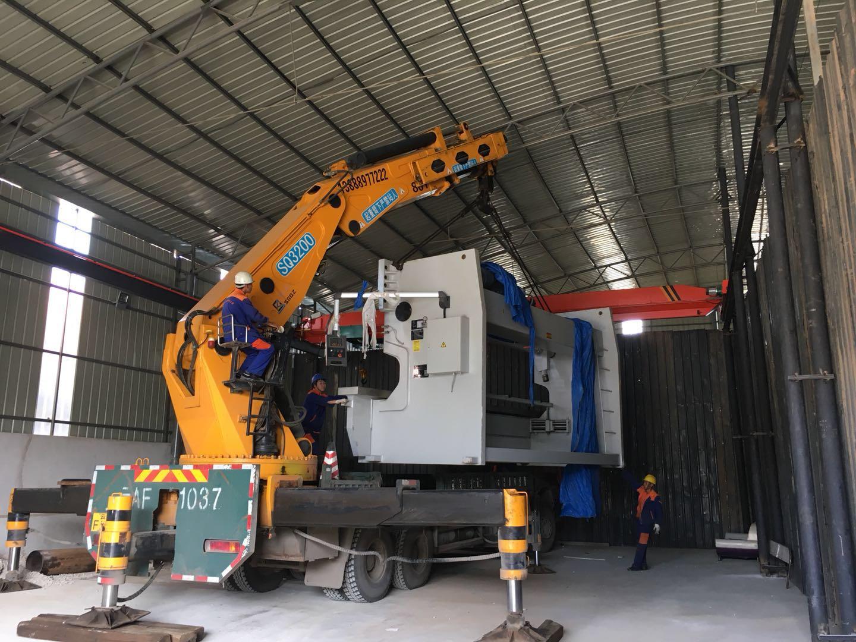 如何降低大型机械设备搬运过程中的风险?