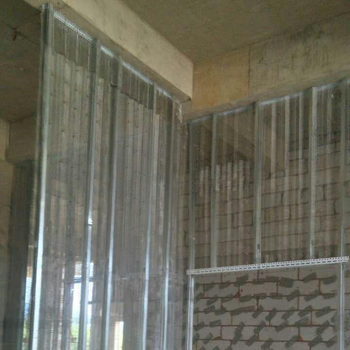 中空金属钢网隔墙制作的这个工业风之家酷得像电?#23433;?#26223;