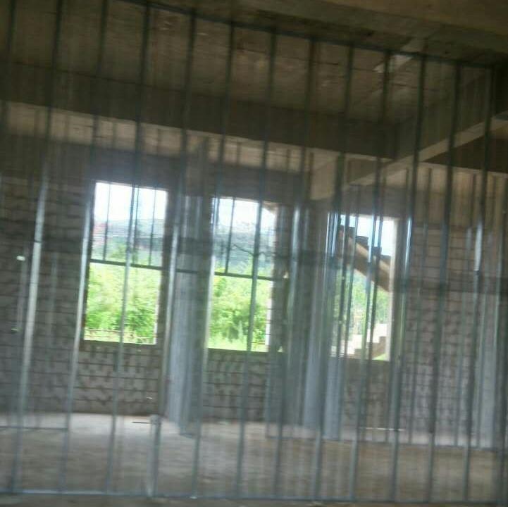 云南中空钢网隔墙公司的中空钢网墙施工法