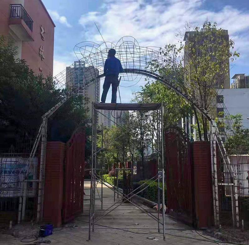 小区入口拱门雕塑造型施工