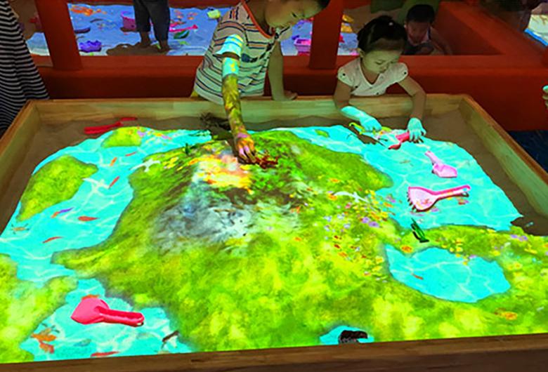 地面互动投影的展示效果有哪些?全息投影制作人员带你了解