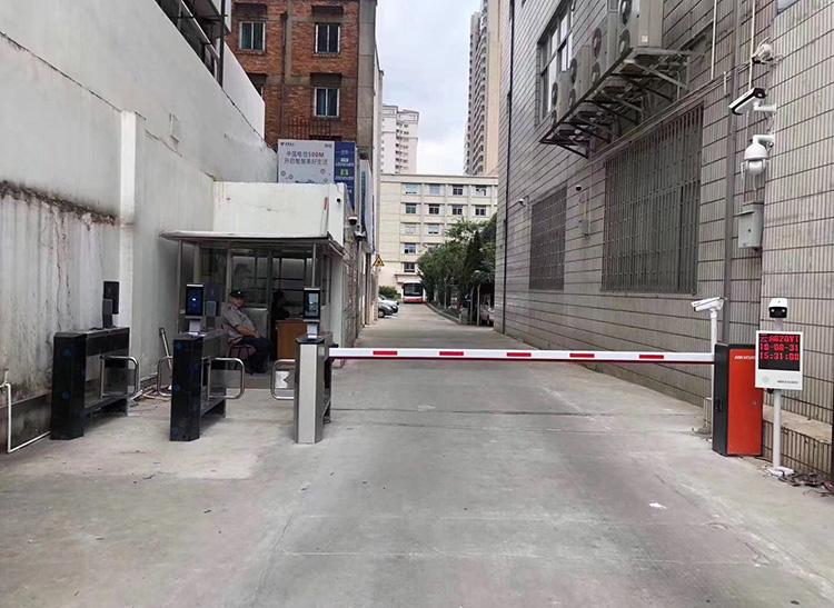 小区出入口道闸系统安装案例
