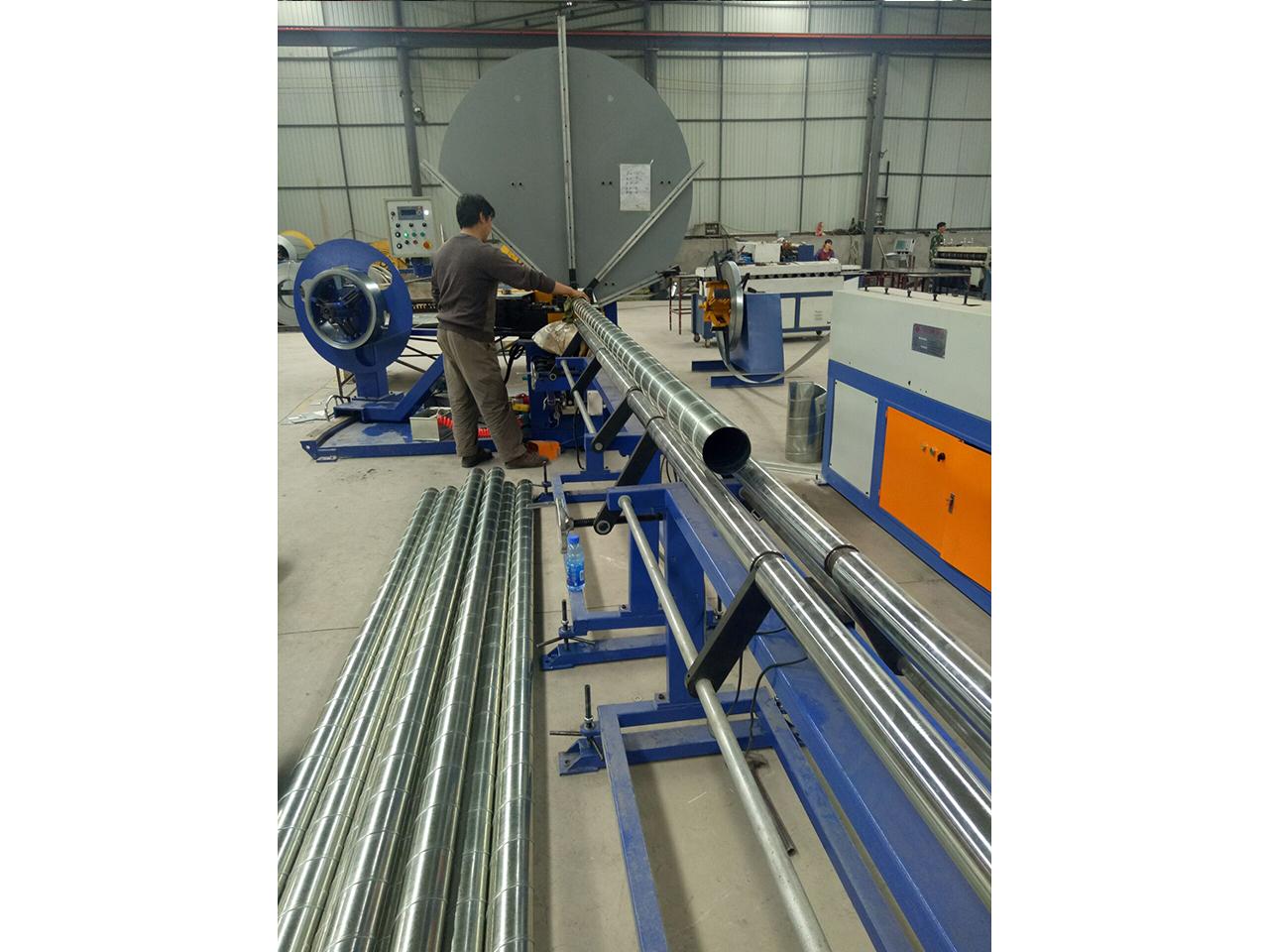 铝板螺旋风管-现场加工3
