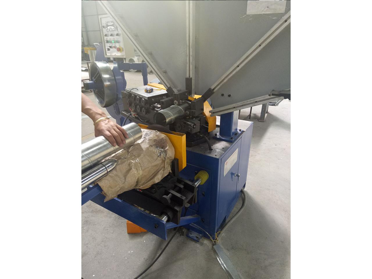铝板螺旋风管-现场加工4