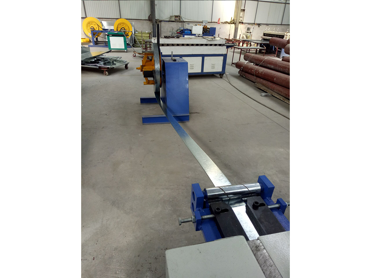 铝板螺旋风管-现场加工7