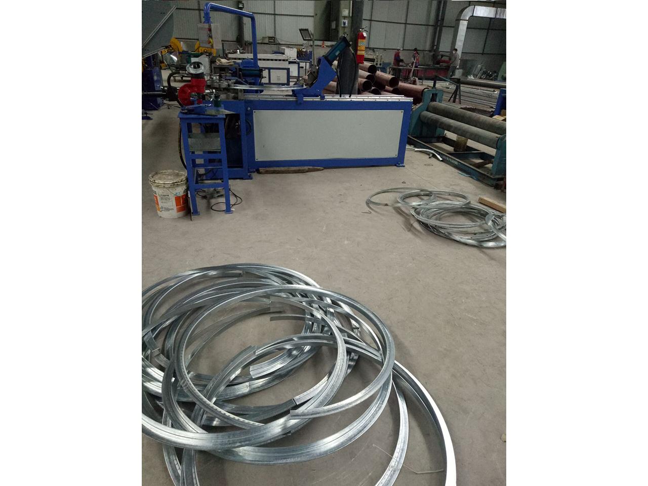 铝板螺旋风管-现场加工9