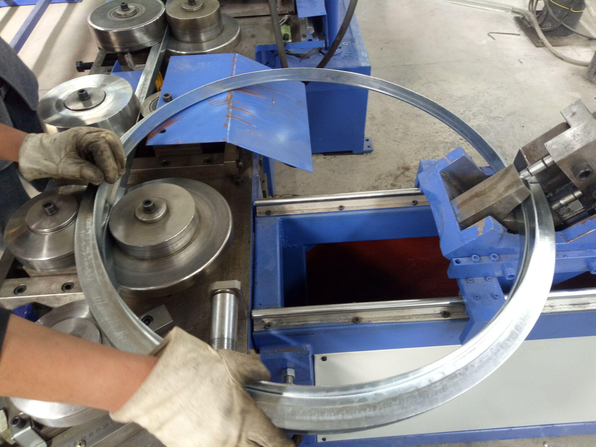 铝板螺旋风管-现场加工13