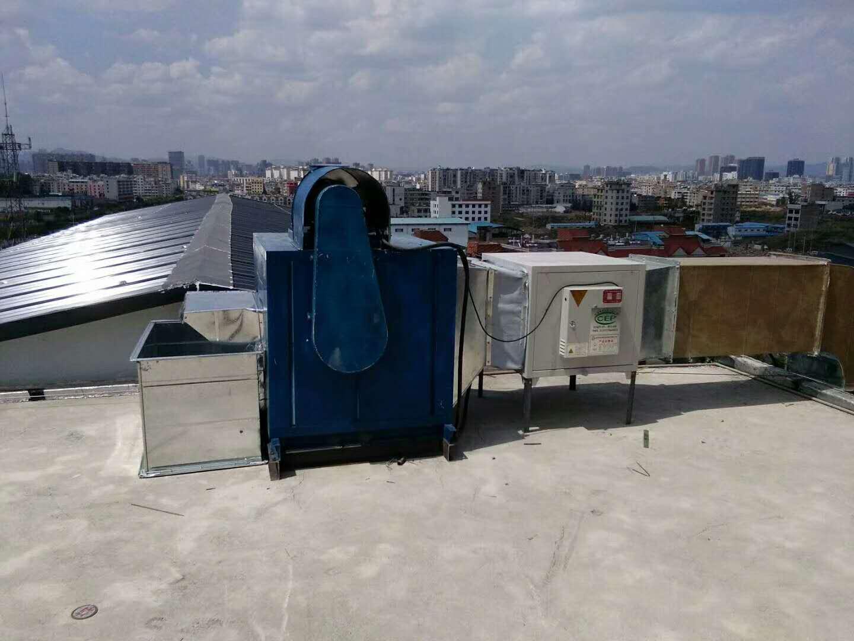 安装完成的厨房排烟系统