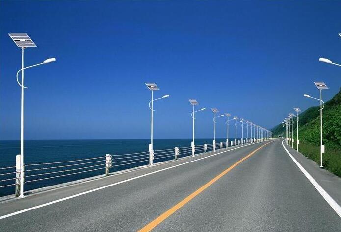 【云南太阳路灯厂家】太阳能路灯控制器的作用有哪些?
