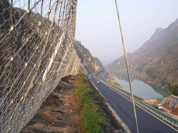云南边坡柔性防护网是什么?有什么用途?