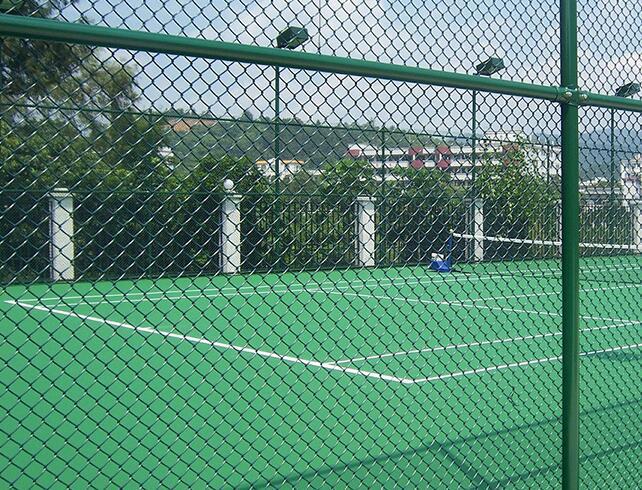 昆明球场护栏网安装效果图
