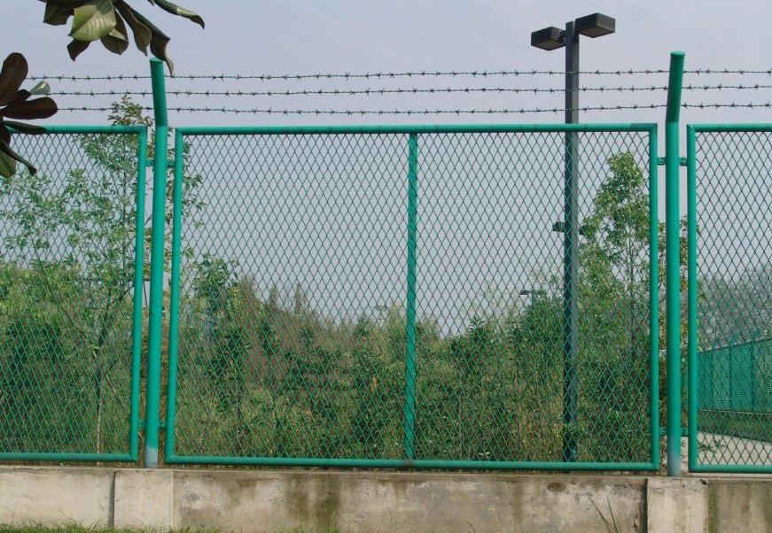如何区分喷塑围栏网和浸塑围栏网