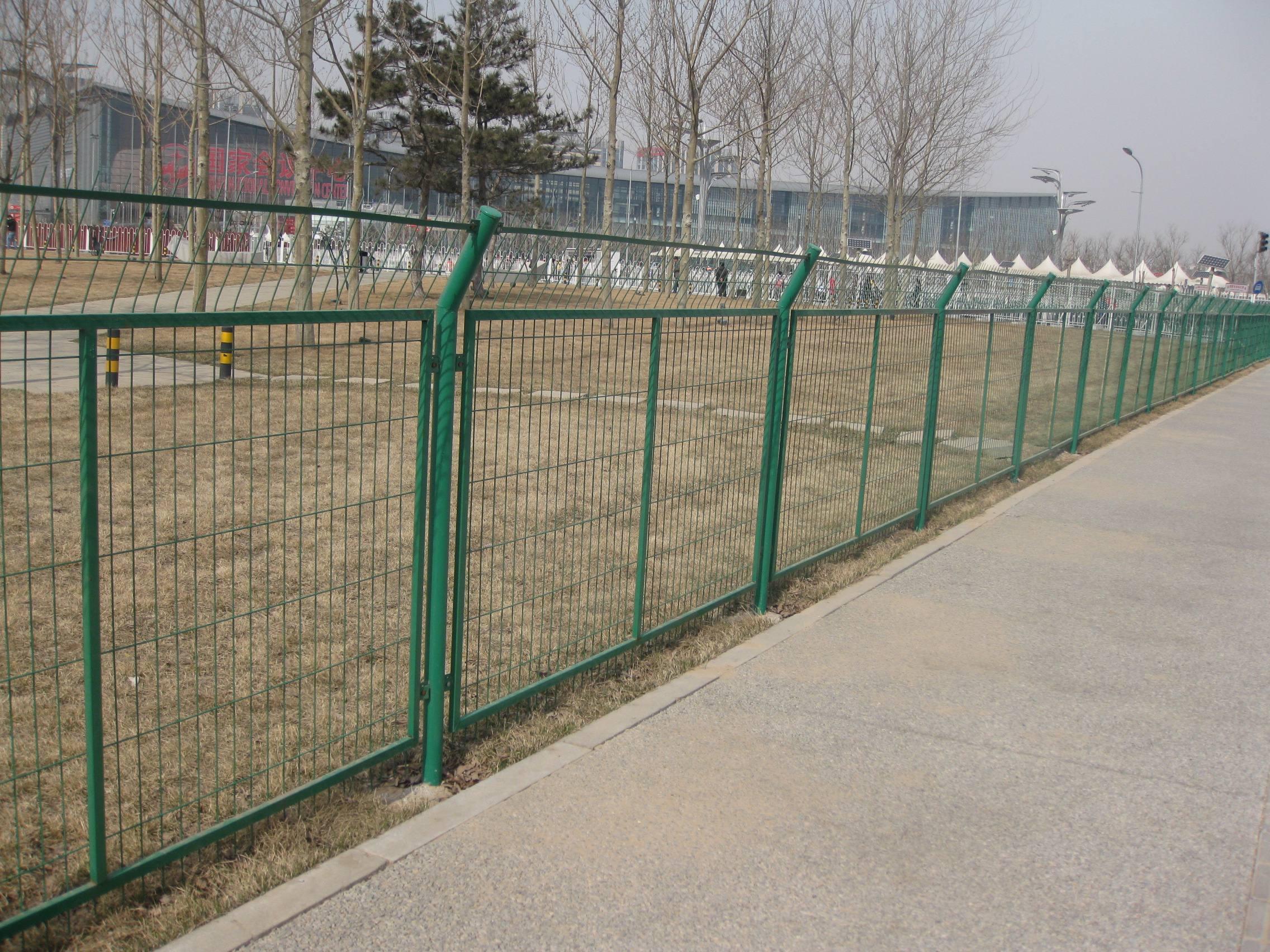 云南公路铁路护栏网破损的补救措施你知道多少?