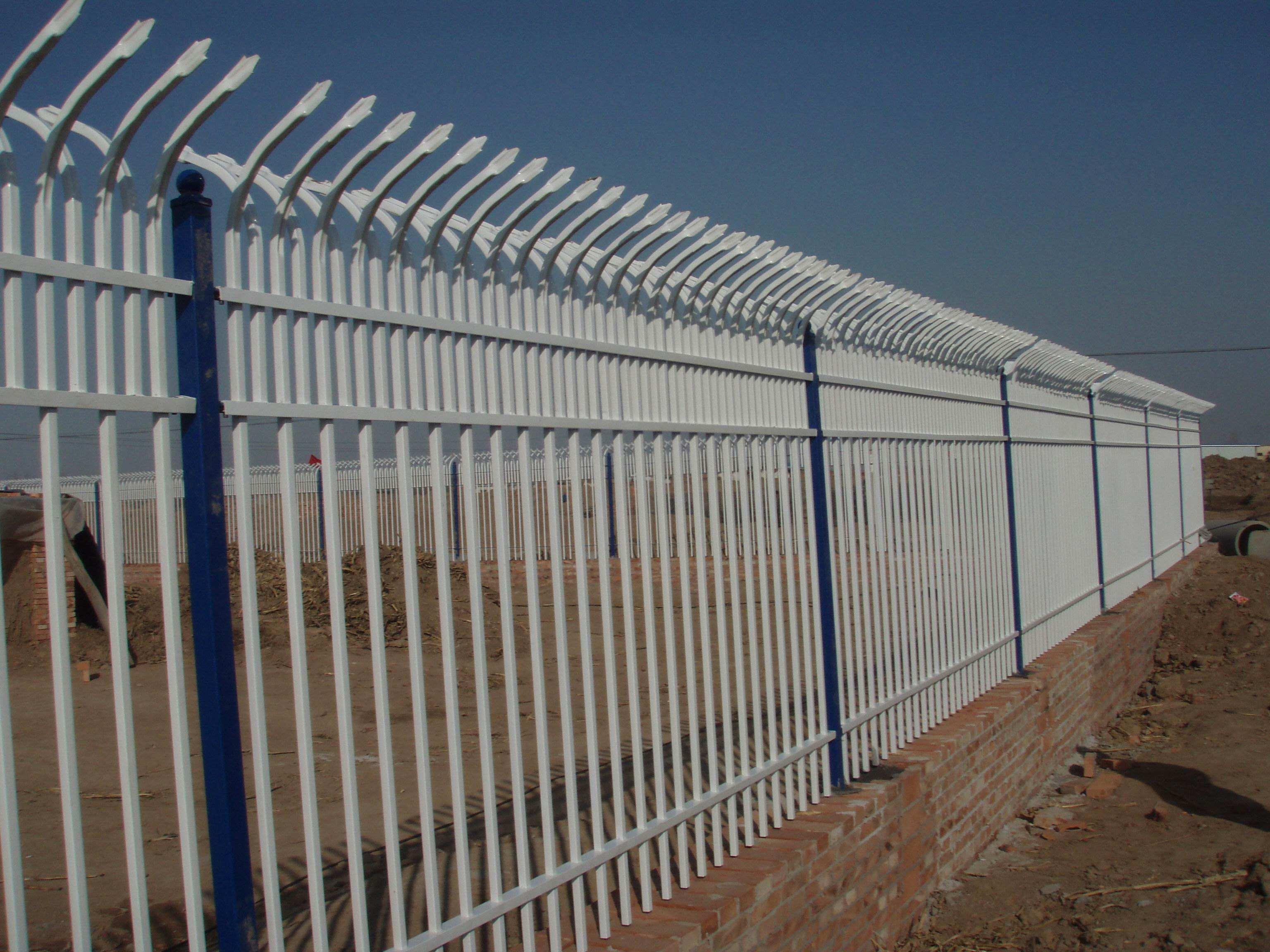 昆明护栏网生产厂家告诉您为何锌钢护栏网生锈概率小