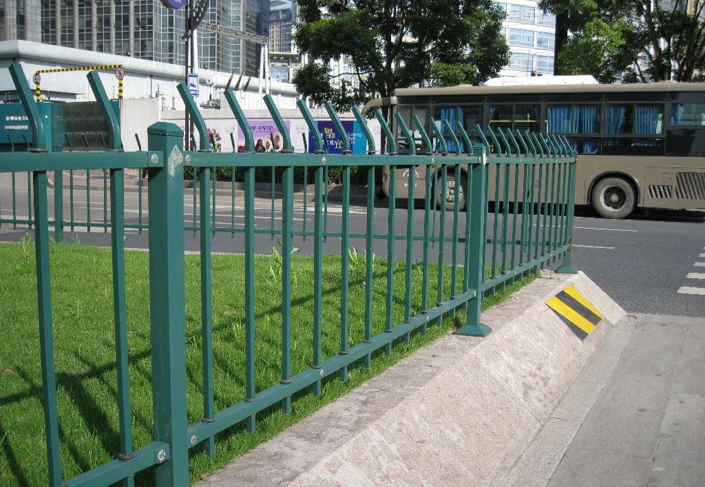 铁路护栏网和公路护栏网的区别介绍