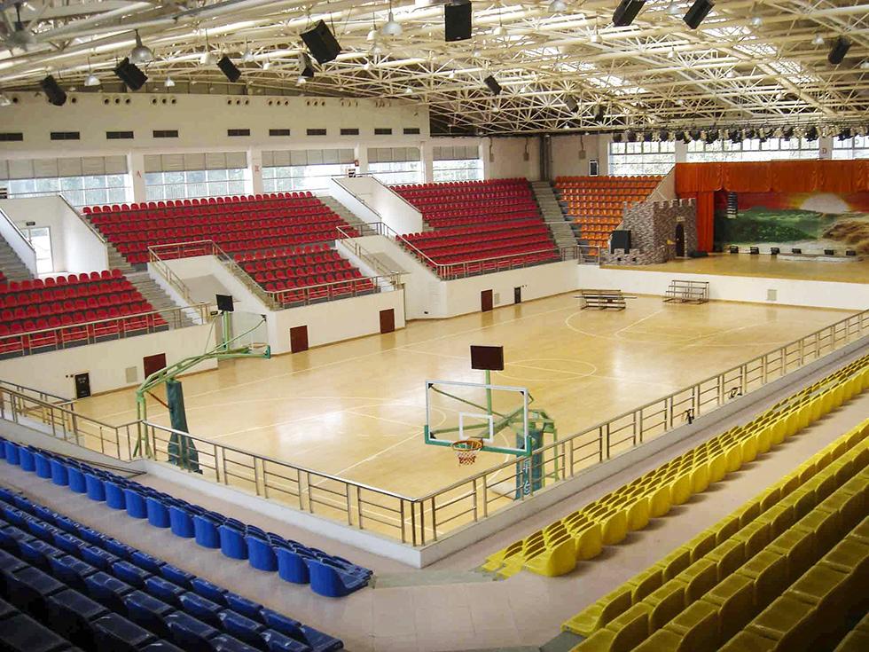 云南塑胶地板厂家介绍健身房里面不同的区域应该选用哪种地板