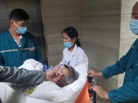 万博官网manbetx电脑版省第一人民医院呼吸科患者非院前转运至腾冲