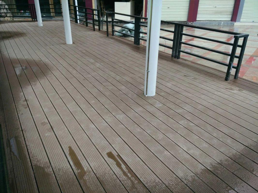 昆明小西门广场防腐塑木地板