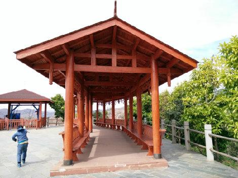 户外防腐木凉亭搭建要与自然风景搭配起来