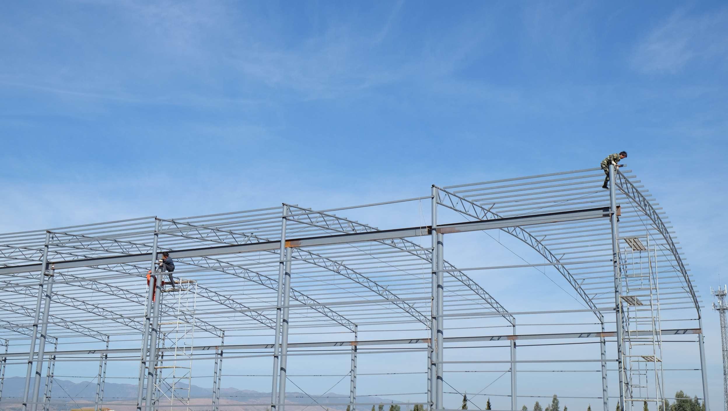 在彩钢大棚搭建工程中要做好的安全措施有哪些