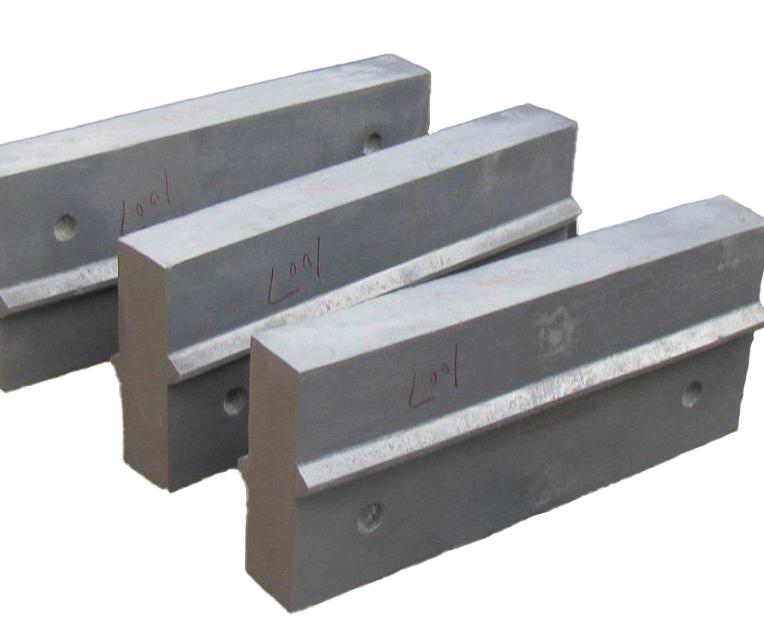 云南板锤厂家教你如何科学的降低破碎机板锤生产成本
