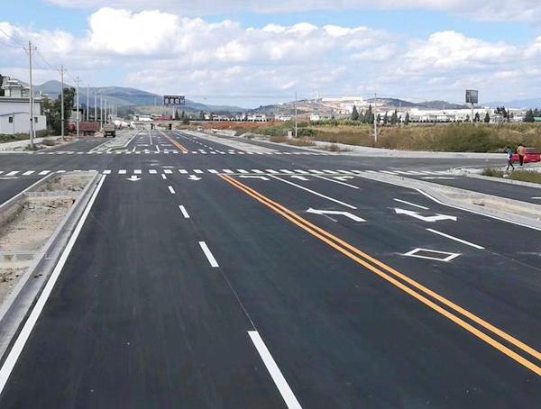 道路划线可以让我们的出行更加有秩序