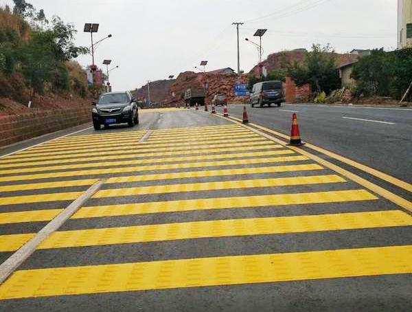道路交通减速带为更多司机带来安全