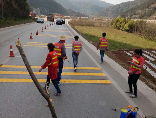 公路热熔震荡标线施工