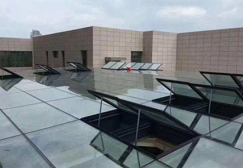 屋頂智能天窗