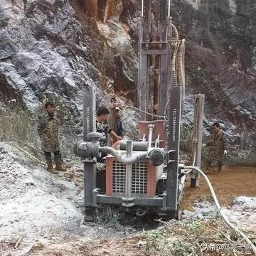 如何做到在山區地形打井?