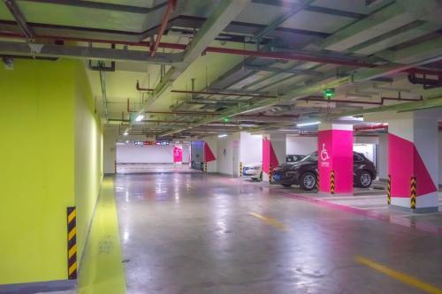 云南俊发地产七彩俊园地下停车场环氧地坪