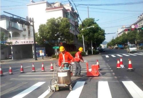 公路标线质量是以什么为标准进行的