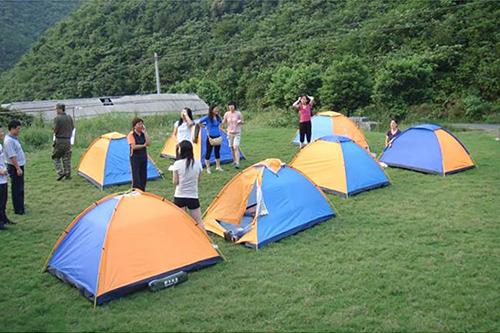野外进行时应该怎样选择睡袋和防潮垫
