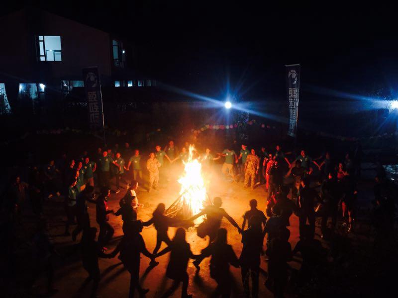 火热的篝火晚会