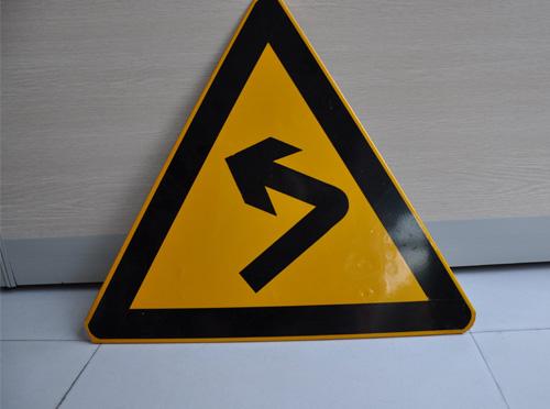 云南交通標識牌定制廠家在標識牌生產時一般都有哪些要求
