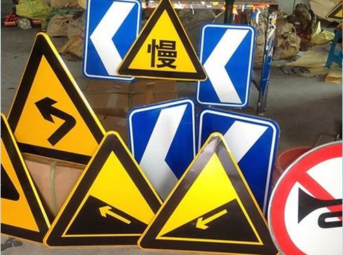 在云南交通标志牌版面设计过程中对于版面字体的设计都有什么要求