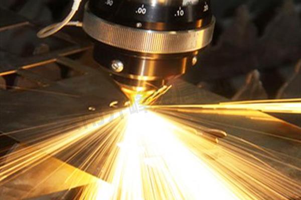 版纳金属激光切割加工中心是如何控制其切割精度?