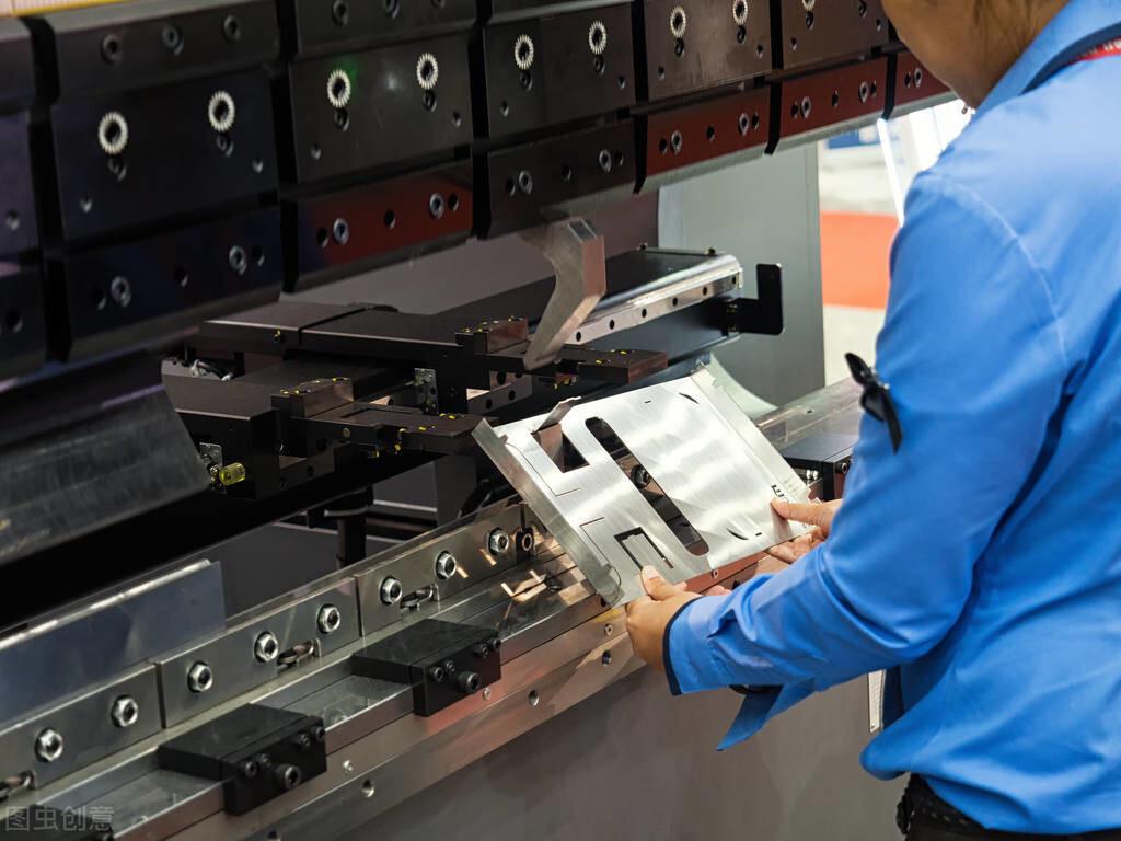 迪庆定制钣金加工厂常用的加工材料及特点有哪些?