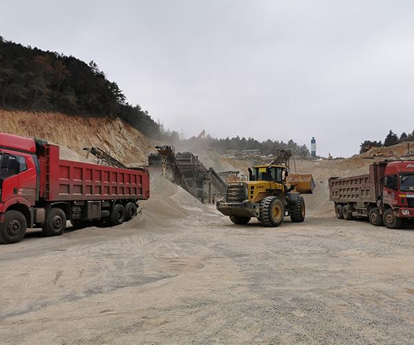 昆明沙石批发供应商,沙石销售、配送一体化,从源头直接采购,价格才更有有优势。昆明千秋沙石厂目前供应昆