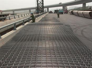 云南龙瑞高速钢筋网铺设