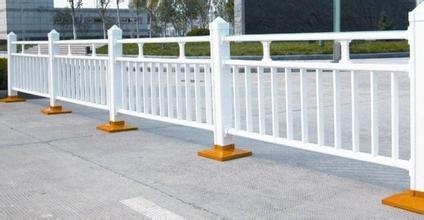浅谈公路桥梁防撞护栏施工技术要点